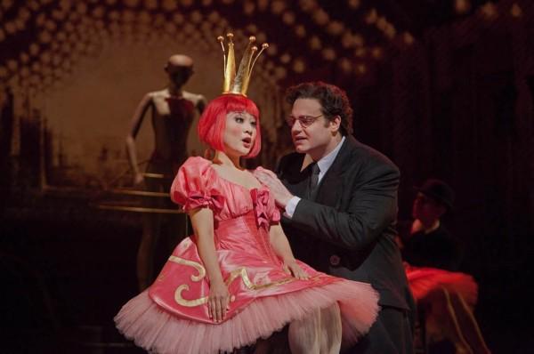Olympia és Hoffmann: Kathleen Kim és Joseph Calleja (fotó: Ken Howard / Metropolitan Opera)