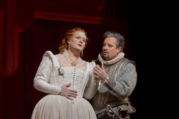 Erzsébet és Leicester: Elza van der Heever és Matthew Polenzani (fotó: Ken Howard)