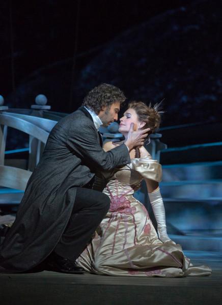 Charlotte és Werther: Sophie Koch és Jonas Kaufmann (fotó: Ken Howard)