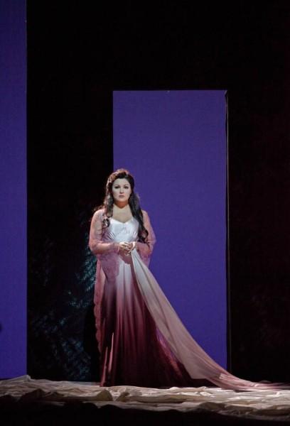 Antónia: Anna Netrebko (fotó: Ken Howard / Metropolitan Opera)