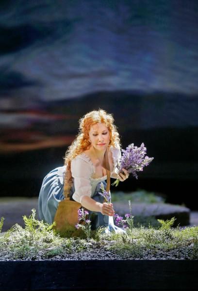 Elena: Joyce DiDonato (fotó: Ken Howard / Metropolitan Opera)