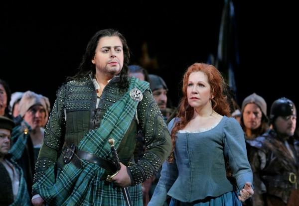 Malcolm és Elena: Daniela Barcellona és Joyce DiDonato (fotó: Ken Howard / Metropolitan Opera)
