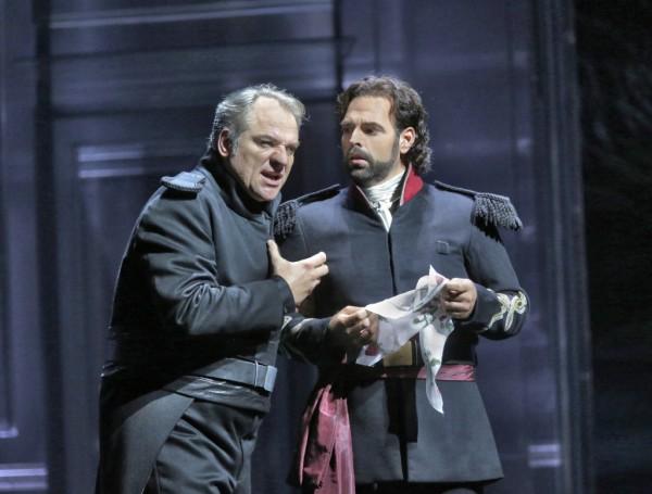 Jago és Cassio: Željko Lučić és Dimitri Pittas (fotó: Ken Howard / Metropolitan Opera)