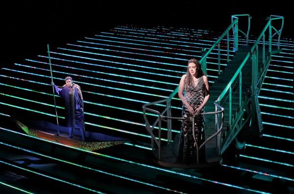 A zarándok és Clémence: Tamara Mumford és Susanna Phillips (fotó: Ken Howard / Metropolitan Opera)