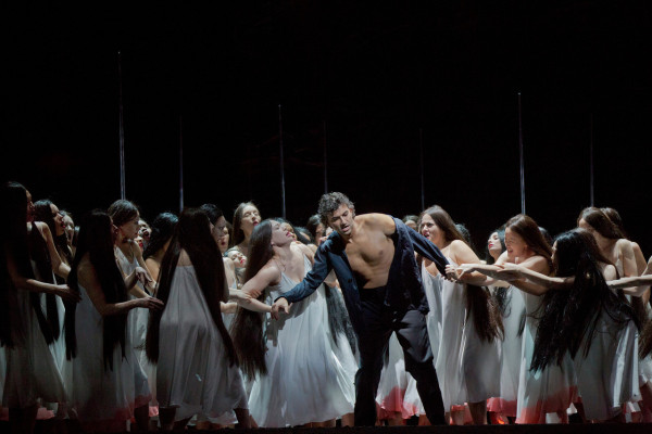 Parsifal (Jonas Kaufmann) és a viráglányok