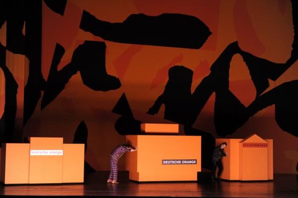 Jelenet az előadásból (fotó: Barbara Aumüller)