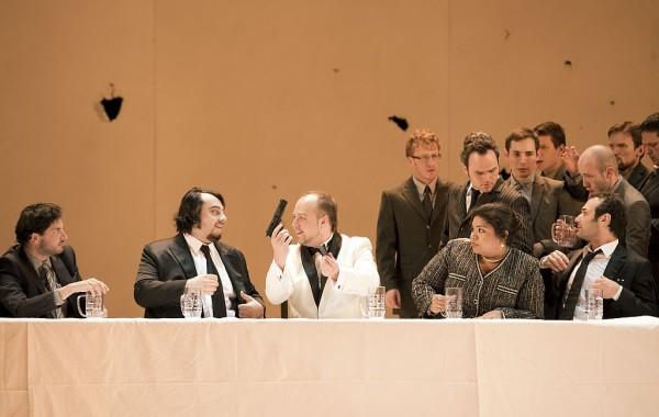 Dmitrij Beloszelszkij (Attila), George Petean (Ezio), Lucrecia García (Odabella), Nikolai Schukoff (Foresto), Andrew Owens (Uldino)