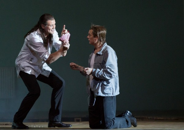 Nick Shadow és Tom Rakewell: Bo Skvhus és Toby Spence (fotó: Herwig Prammer)