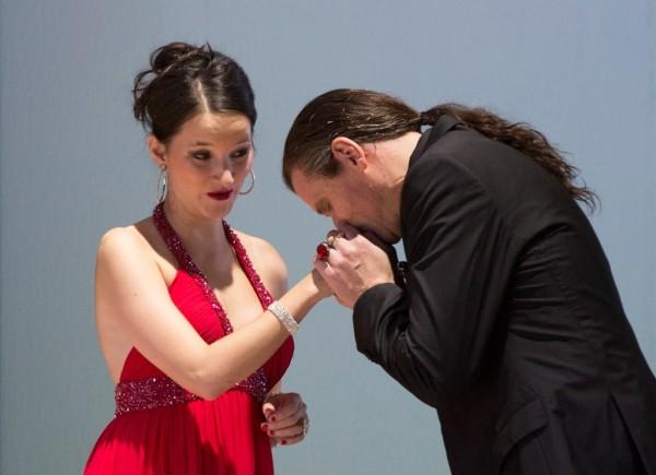 Anne Trulove és Nick Shadow: Anna Prohaska és Bo Skovhus (fotó: Herwig Prammer)