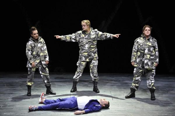 Tamino és a három hölgy: Ben Johnson, Rosie Aldridge, Eleanor Dennis és Clare Presland (fotó: Robbie Jack)