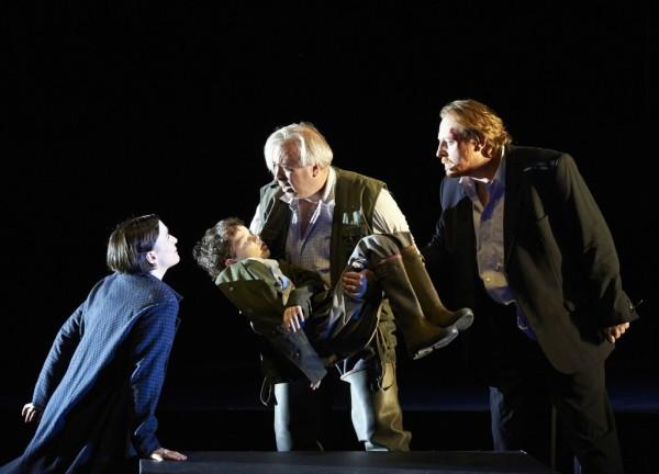 Gun-Brit Barkmin (Ellen Orford), Herbert Lippert (Peter Grimes), Iain Paterson (Balstrode) (fotó: Michael Pöhn)