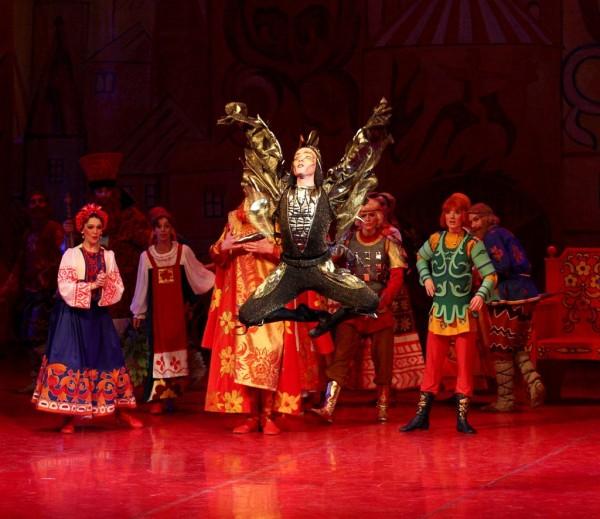 Jelenet Az aranykakas című előadásból (fotó: Valerija Komiszarova)