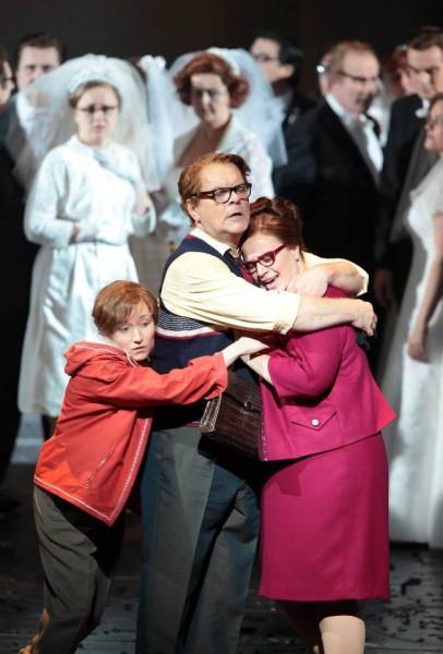 Jevgenyija Szotnyikova (Jemmy), Michael Volle (Tell Vilmos) és Jennifer Johnston (Hedwige) (fotó: Wilfried Hösl)