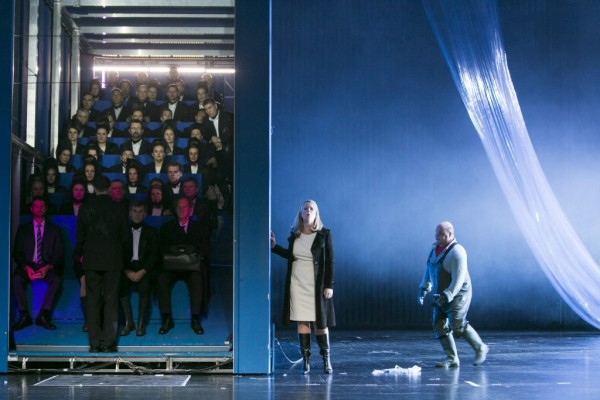 Jelenet az előadásból, a jobb szélen Kovács István mint Swallow (fotó: Thomas Dashuber / Staatstheater am Gärtnerplatz)