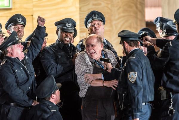 Jelenet az előadásból (fotó: Clive Barda / English National Opera)