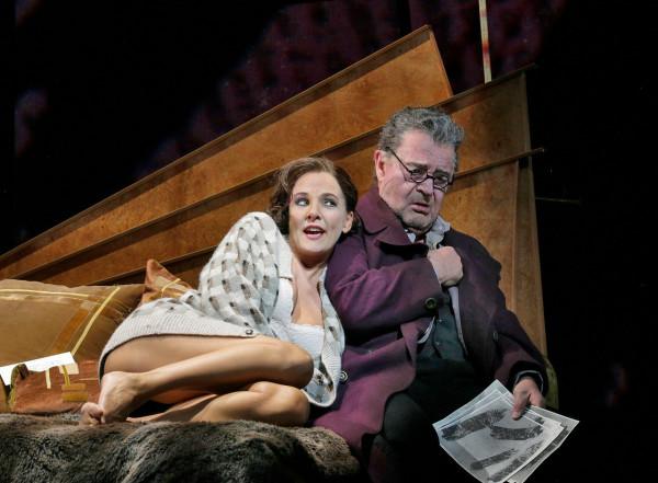 Lulu és Schigolch: Marlis Petersen és Franz Grundheber (fotó: Ken Howard / Metropolitan Opera)