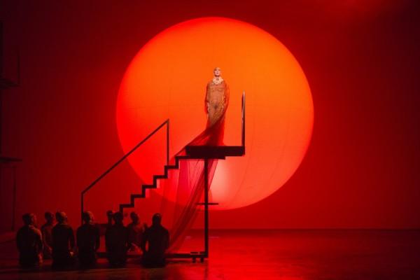Jelenet az előadásból (fotó: Richard Hubert Smith / English National Opera)