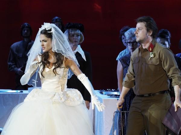 Adina és Belcore: Elena Sancho Pereg és Andrej Bondarenko (fotó: Armin Bardel)
