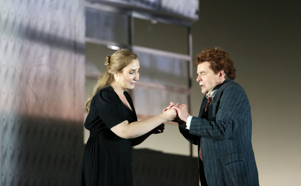 Jenůfa és Laca: Laura Wilde és Peter Hoare (fotó: Donald Cooper / English National Opera)