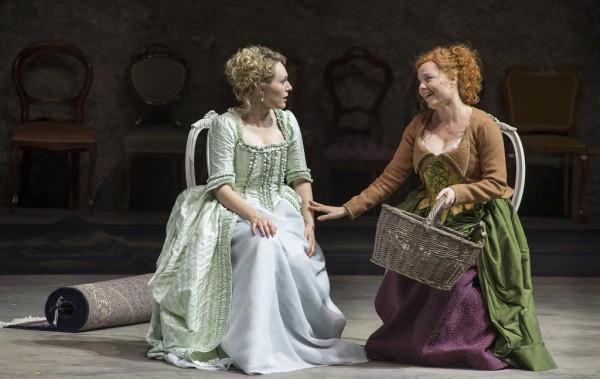 Dorabella és Despina: Angela Brower és Martina Janková (fotó: Ruth Walz / Salzburger Festspiele)