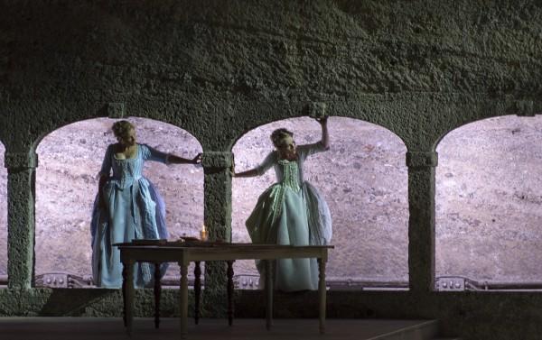 Fiordiligi és Dorabella: Julia Kleiter és Angela Brower (fotó: Ruth Walz / Salzburger Festspiele)