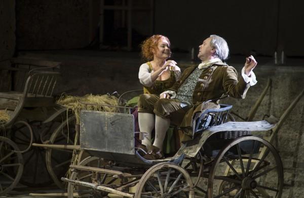 Despina és Don Alfonso: Martina Janková és Michael Volle (fotó: Ruth Walz / Salzburger Festspiele)