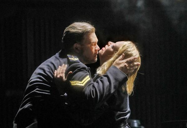 Trisztán és Izolda: Stuart Skelton és Nina Stemme (fotó: Ken Howard / Metropolitan Opera)