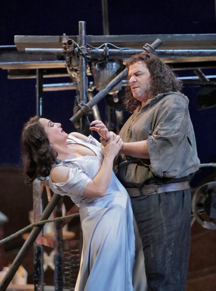 Salome és Jochanaan: Patricia Racette és Željko Lučić (fotó: Ken Howard / Metropolitan Opera)