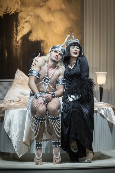 Dagmar Manzel és Dominik Köninger (fotó: Iko Freese / drama-berlin.de)