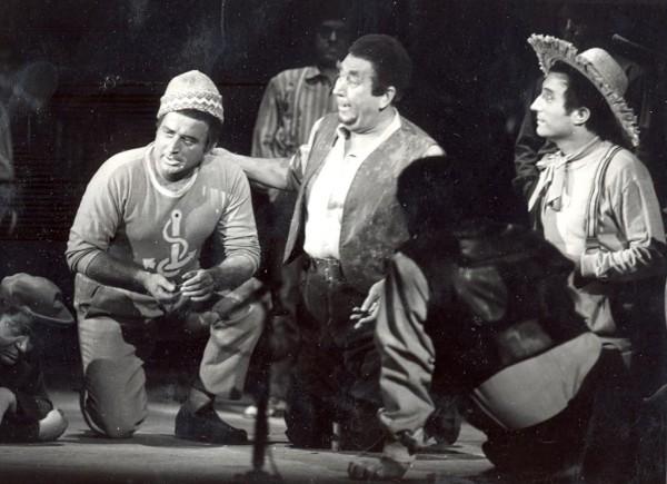Jelenet az 1970-es előadásból középen Radnai György