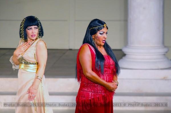 Amneris és Aida: Dana Liliana Ciuca és Lukács Gyöngyi (fotó: Budai István)