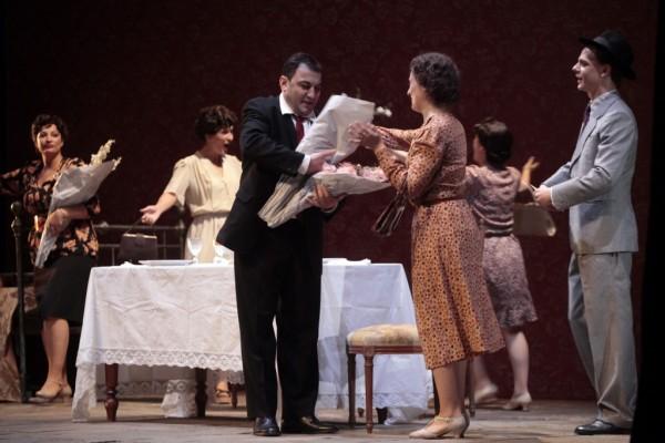 Jelenet a Milliomos Nápoly című operából (fotó: Gálos Mihály Samu / Bartók Plusz Miskolci Operafesztivál)