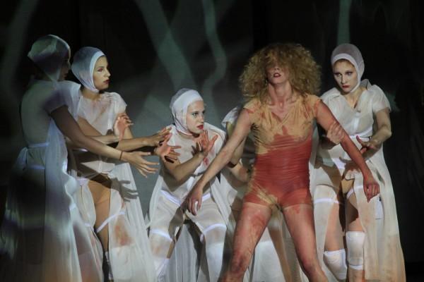 Jelenet az előadásból (fotó: Dusha Béla / Szegedi Szabadtéri Játékok)