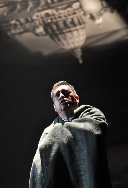 Cavaradossi: Xavier Rivadeneira (fotó: Éder Vera / Miskolci Nemzeti Színház)