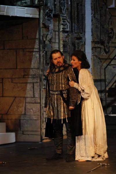 Leonóra és Luna: Nadia Cerchez és Kelemen Zoltán (fotó: Szegedi Nemzeti Színház)
