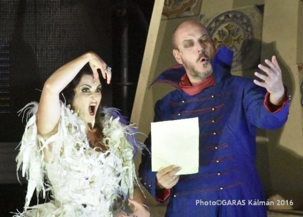 Rosina és Don Basilio: Megyesi-Schwartz Lúcia és Gábor Géza (fotó: Garas Kálmán / Iseumi Szabadtéri Játékok)