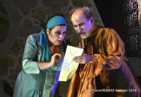 Berta és Bartolo doktor: Bazsinka Zsuzsanna és Szüle Tamás (fotó: Garas Kálmán / Iseumi Szabadtéri Játékok)