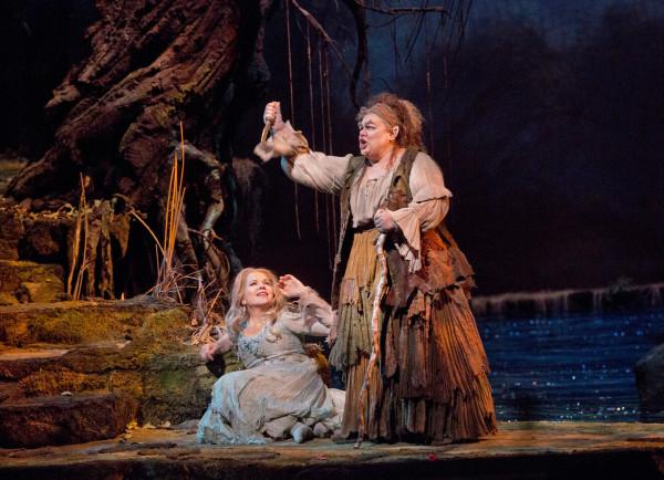 Ruszalka és Ježibaba: Renée Fleming és Dolora Zajick (fotó: Ken Howard)